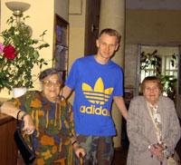 Лидия Либединская и Елена Николаевская с Федей Павловым